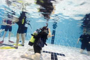 Unterwasserfoto Taucherin